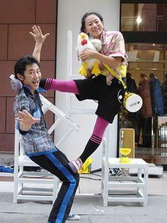 Acrobatic duo G-Choco Marble. Image courtesy Koenji Daidokei.