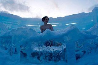 Ice_hotel-in-hokkaido-island-of-japan-05